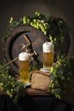 Cerveza de barril con los saltos Foto de archivo libre de regalías