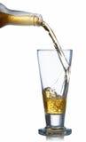 Cerveza de colada sobre el vidrio Imagen de archivo libre de regalías
