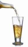 Cerveza de colada sobre un vidrio Foto de archivo libre de regalías