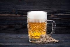 Cerveza de cristal foto de archivo libre de regalías