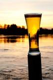 Cerveza de la puesta del sol Imágenes de archivo libres de regalías
