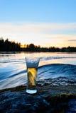 Cerveza de la puesta del sol Foto de archivo libre de regalías