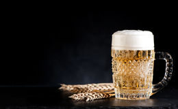 Cerveza de la taza fotos de archivo