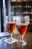 Cerveza de Rye y cerveza ahumada fotografía de archivo