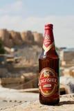 Cerveza del martín pescador en la botella, elaborada por el grupo de United Breweries fotos de archivo