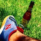 Cerveza del zapato de la balanza de la cerveza con limonada de Hefe nueva Fotografía de archivo libre de regalías