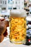 Cerveza a disposición Imágenes de archivo libres de regalías