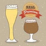Cerveza dorada y cerveza inglesa reales Fotografía de archivo libre de regalías