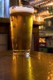 Cerveza en un Pub Foto de archivo libre de regalías