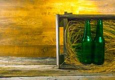 Cerveza en una caja Fotos de archivo