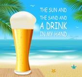 Cerveza en una playa Foto de archivo
