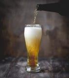 Cerveza en vidrio y botella Fotografía de archivo libre de regalías