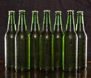 Cerveza enfriada, alcohol, fondo, barra, cerveza, bebida, negro, brebaje, partido del verano imágenes de archivo libres de regalías