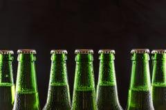 Cerveza, frío, partido, alcohol, botella, verde, frescura, restaurando, espacio de la copia imagenes de archivo
