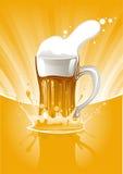 Cerveza fresca de la taza Imagen de archivo libre de regalías