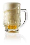 Cerveza fresca escarchada con el fondo de la espuma Fotografía de archivo libre de regalías