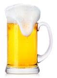 Cerveza fresca escarchada con espuma Foto de archivo libre de regalías