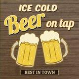 Cerveza helada en diseño del cartel del golpecito Fotografía de archivo