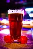 Cerveza inglesa roja foto de archivo