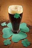 Cerveza irlandesa oscura para el día del St Patick Imagen de archivo libre de regalías