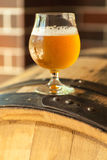 Cerveza ligera en un barril imagen de archivo libre de regalías