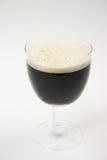 cerveza oscura, cerveza de malto   imágenes de archivo libres de regalías