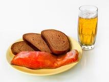Cerveza, pescados y pan Fotografía de archivo libre de regalías