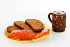 Cerveza, pescados y pan Imagen de archivo libre de regalías