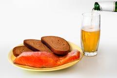 Cerveza, pescados y pan Imagen de archivo