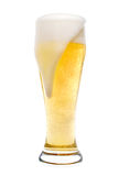 Cerveza que hace espuma Imágenes de archivo libres de regalías