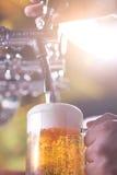 Cerveza que se llena Imágenes de archivo libres de regalías