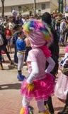 Cerveza-Sheva, ISRAEL - 5 de marzo de 2015: Muchacha en un traje y un espolón del rosa del sombrero - Purim Fotos de archivo libres de regalías