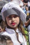 Cerveza-Sheva, ISRAEL - 5 de marzo de 2015: Retrato de la muchacha en el sombrero y la camisa - Purim de un cocinero blanco grand Fotografía de archivo libre de regalías