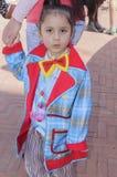 Cerveza-Sheva, ISRAEL - 5 de marzo de 2015: Un niño en un payaso de la chaqueta sin maquillaje Imagen de archivo libre de regalías