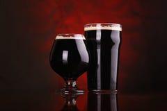 Cerveza valiente oscura fotografía de archivo libre de regalías