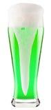 Cerveza verde aislada en un blanco fotografía de archivo
