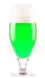 Cerveza verde aislada en un blanco foto de archivo libre de regalías