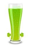 Cerveza verde del vector para el día del St. Patricks Fotografía de archivo libre de regalías