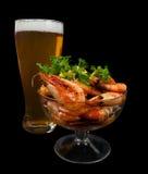 Cerveza y camarones fritos Imagen de archivo