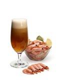 Cerveza y camarones hervidos Fotografía de archivo libre de regalías