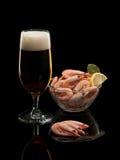 Cerveza y camarones hervidos Imágenes de archivo libres de regalías