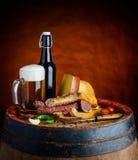 Cerveza y comida Imagen de archivo