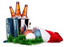 Cerveza y decoración de la Navidad Imagen de archivo