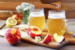 Cerveza y frutas ligeras de la fruta Imagen de archivo