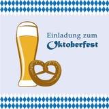 Cerveza y pretzel de invitación de Oktoberfest libre illustration