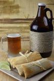 Cerveza y tamales del Microbrew Imagen de archivo