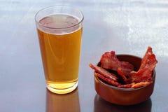 Cerveza y tocino Fotos de archivo