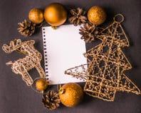 Cervi della cartolina di Natale, flatley, palle di natale, albero di Natale Fotografia Stock