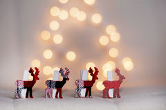 Cervi di Natale su un fondo bianco del bokeh Fotografia Stock
