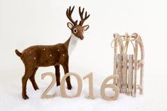 2016 cervi e slitta di inverno del fondo del testo Fotografia Stock Libera da Diritti